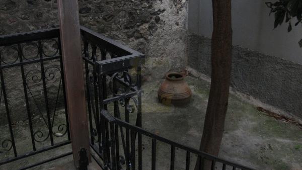 Πωλείται μονοκατοικία στην Πέτρα Λέσβου.