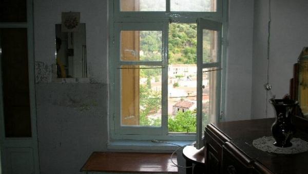 Πωλείται οικία στο Πλωμάρι Λέσβου.