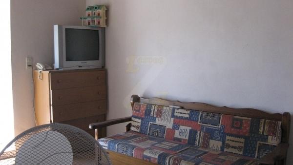 Πωλείται μονοκατοικία στο Πλωμάρι Λέσβου.