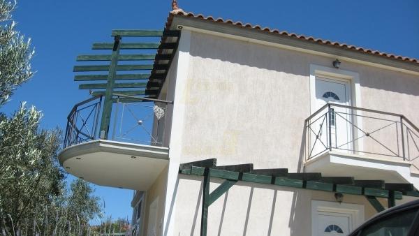 Πωλείται μονοκατοικία στην Άναξο Λέσβου, με θέα την θάλασσα.
