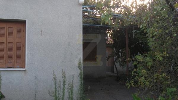 Ενοικιάζεται μονοκατοικία στην Σκάλα Ερεσού Λέσβου.