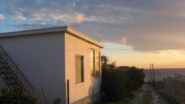 Πωλείται μονοκατοικία στο Ταβάρι Λέσβου.