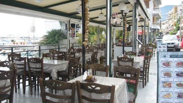 Πωλείται εστιατόριο πλήρως εξοπλισμένο στο Πλωμάρι Λέσβου.
