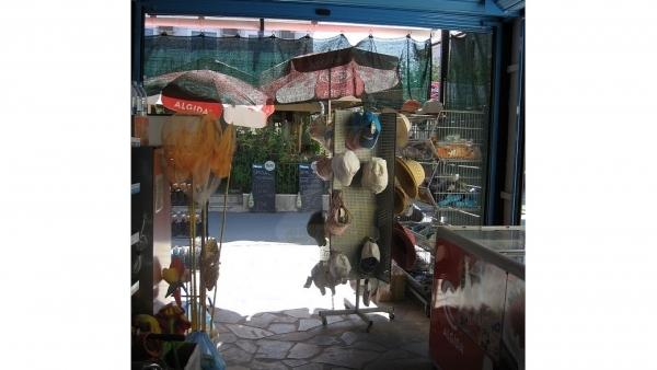 Πωλούνται δύο (2) καταστήματα στην Άναξο Λέσβου.
