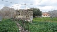 Πωλείται οικόπεδο στον Κάμπο Ερεσού Λέσβου, με ερειπωμένο πέτρινο σπίτι.