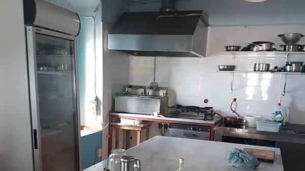 Πωλείται πλήρως εξοπλισμένο καφέ-εστιατόριο-ψητοπωλείο στο Ταβάρι Λέσβου.