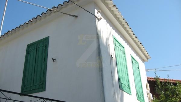 Πωλείται μονοκατοικία στην Ερεσό Λέσβου.